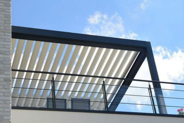 Pergolas en aluminium sur balcon